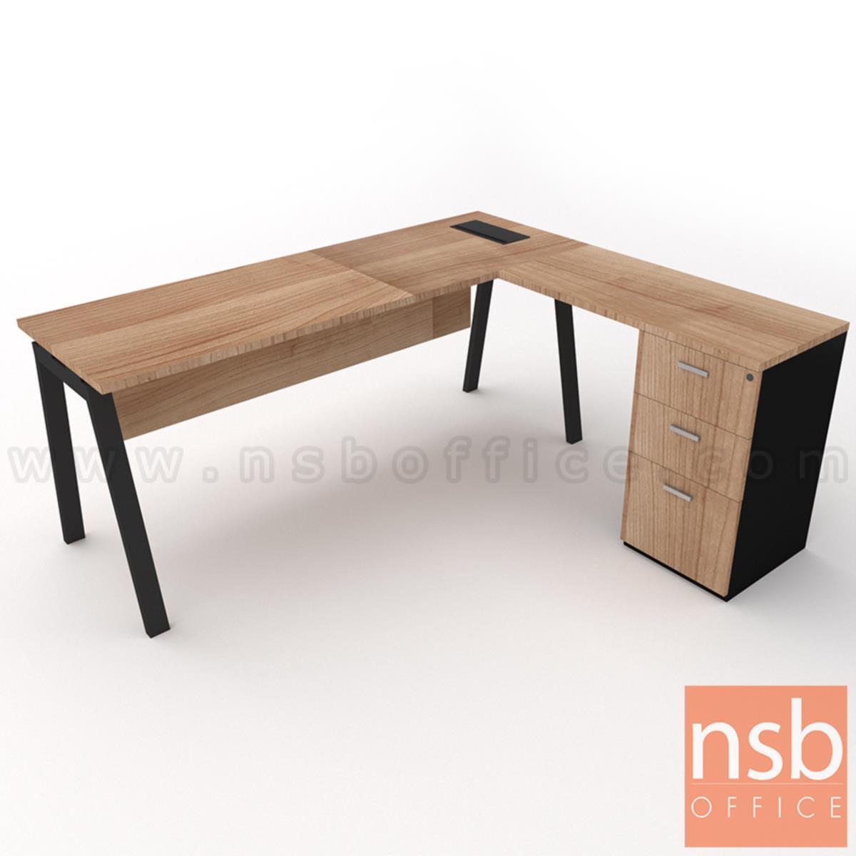 A16A084:โต๊ะทำงานตัวแอล รุ่น Slash-3 (สแลช-3) ขนาด 150W, 180W*60D, 80D cm. พร้อมตู้ลิ้นชักข้างและรางไฟ รุ่น A24A034-1 ขาเหล็ก