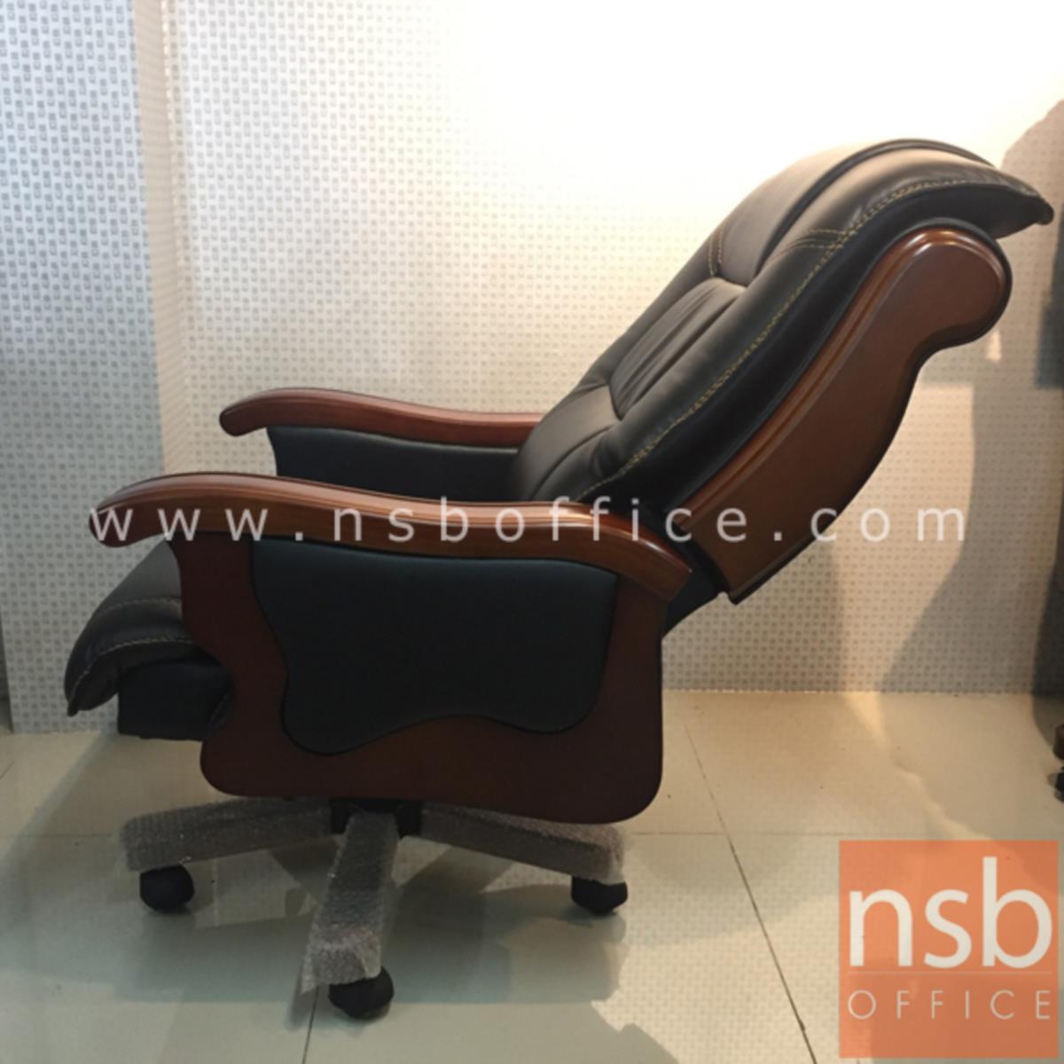 เก้าอี้ผู้บริหารหนังเทียม รุ่น AA-37  โช๊คแก๊ส มีก้อนโยก ขาไม้