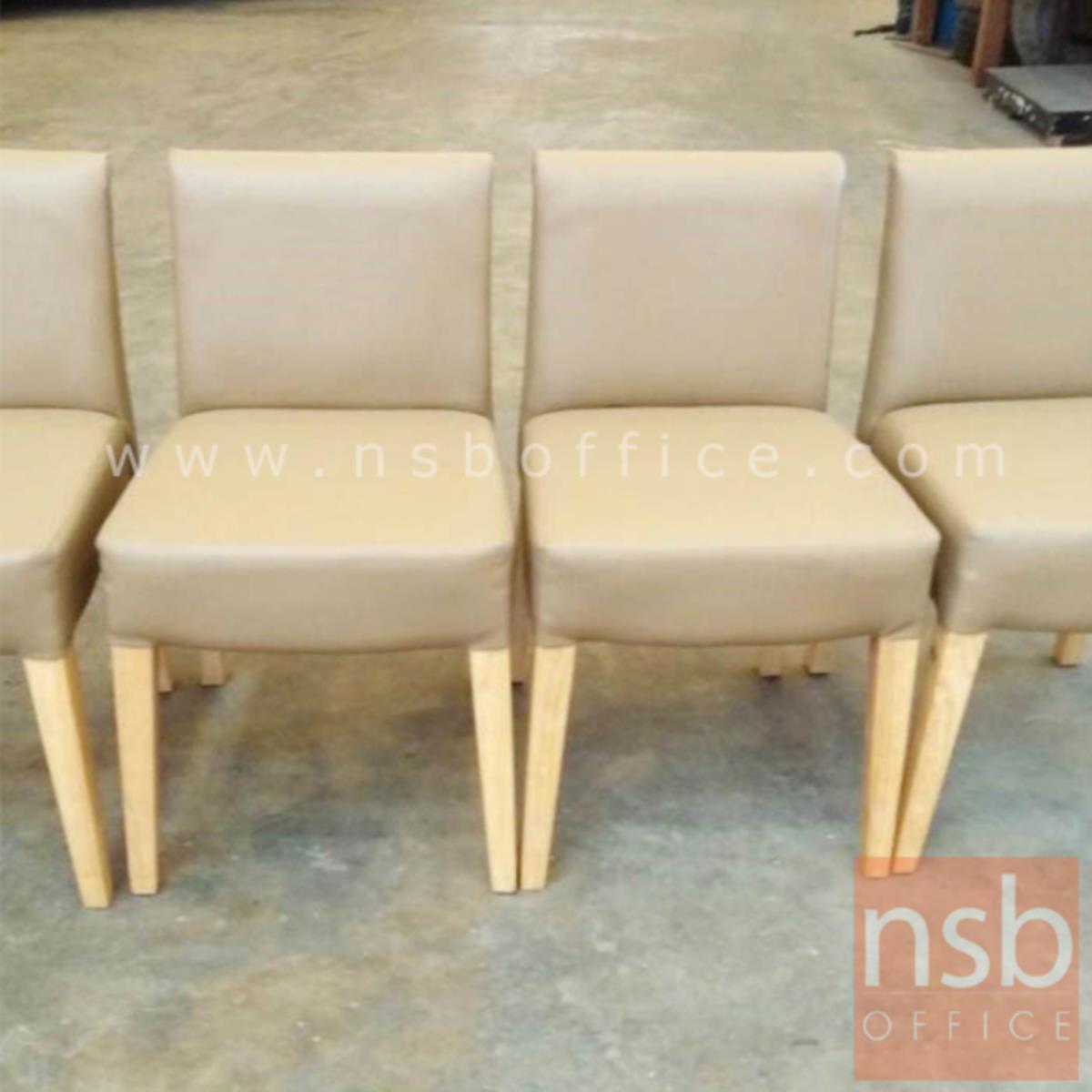 เก้าอี้ไม้ยางพาราที่นั่งหุ้มหนังเทียม รุ่น Albinus (อัลบินัส)  ขาไม้
