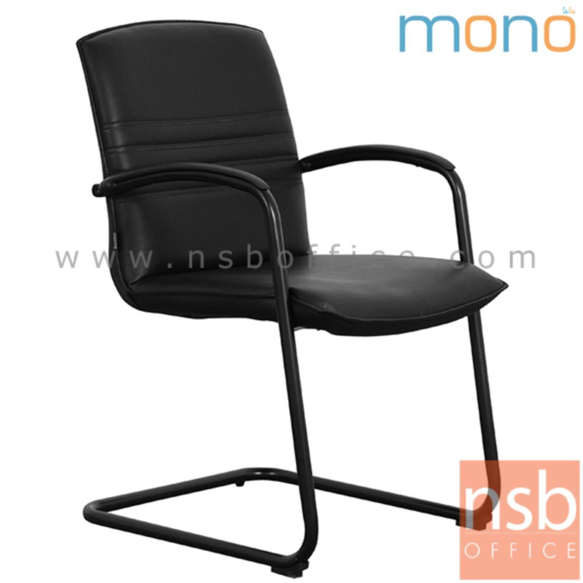 B04A186:เก้าอี้รับแขกขาตัวซี หุ้มผ้า รุ่น Primrose (พริมโรส)  มีท้าวแขน ขาเหล็กพ่นดำ