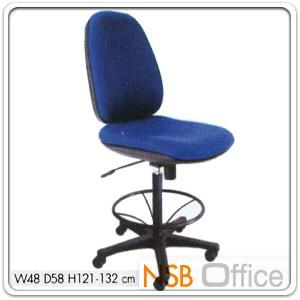 เก้าอี้สำนักงาน KT-TC/26 โช๊คแก๊ซ ก้อนโยก มีที่พักเท้า:<p>ขนาด ก48*ล58*ส121-132 ซม./ปรับระดับด้วยโช๊คแก๊ซ ก้อนโยก/พนักพิงเอนได้ ขาพลาสติก ล้อ 5 แฉก มีที่พักเท้า/ที่นั่ง-พนักพิงบุฟองน้ำหุ้มหนังเทียม หรือผ้าฝ้าย(หุ้มผ้าฝ้ายเพิ่ม&nbsp;&nbsp;300 บาท)</p>
