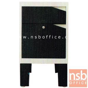 ตู้ข้าง 2 ลิ้นชักเสริมขา พร้อมกุญแจล็อค รุ่น DW-KONNER:<p>ขนาด 38.8W*56D*67.5H cm. สินค้าผลิตจากเหล็กอย่างดี ที่รับประกันความคงทน แข็งแรง ทำ 2 โทนสีคือสีดำ/ขาว และสีดำ/แดง **ดูรูปแบบSETได้ที่รหัส E22A013**</p>
