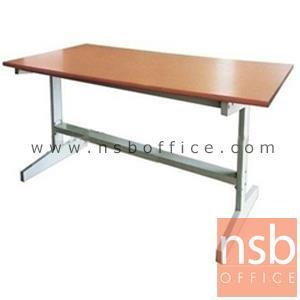 โต๊ะประชุม ขนาด 150W*75D*75H cm. TOP เมลามีน ขาเหล็ก:<p>หน้าโต๊ะความหนา 25 &nbsp;มม. ปิดขอบด้วย PVC ป้องกันการกระแทก ความหน้า 1 มม. ขาโต๊ะผลิตจากเหล็กเหลี่ยม&nbsp;</p>