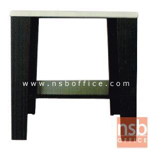โต๊ะข้าง รุ่น KS-KONNER:<p>ขนาด 60W*60D*60.5H cm. สินค้าผลิตจากเหล็กอย่างดี ที่รับประกันความคงทน แข็งแรง ทำ 2 โทนสีคือสีดำ/ขาว และสีดำ/แดง**ดูรูปแบบSETได้ที่รหัส E22A013**</p>