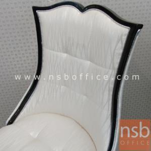เก้าอี้รับประทานอาหาร บุหนังลายสวย :<p>ขนาด 48W*61D*93H cm. โครงไม้บุหนัง สวยงาม นั่งสบาย</p>