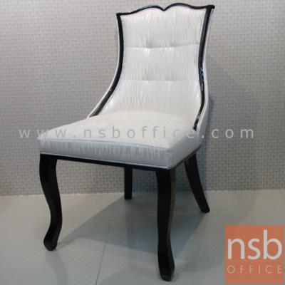 เก้าอี้รับประทานอาหาร บุหนังลายสวย (ยกเลิก):<p>ขนาด 48W*61D*93H cm. โครงไม้บุหนัง สวยงาม นั่งสบาย</p>