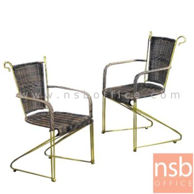 ชุดโต๊ะรับแขกกระจกใสกลม รุ่น FTC-001  พร้อมเก้าอี้หวาย (โต๊ะ1 ตัว, เก้าอี้ 2 ตัว):<p>ขนาดโต๊ะ Di60 cm. โครงโต๊ะ-เก้าอี้ทำจากเหล็กพ่นทอง TOP โต๊ะกระจกใส เก้าอี้หวายสีน้ำตาล รูปแบบหรูหรา ทันสมัย</p>