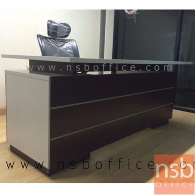 โต๊ะทำงานผู้บริหาร 180W*80D cm. ลิ้นชักซ้าย-ขวา ผิวเมลามีน สีเวงเก้-ขาว:<p>ขนาด ก180*ล80*ส75 ซม. มี 2 ลิ้นชักทั้งซ้ายและขวา / TOP เมลามีน หนา 25 มม. คิ้วบังหน้าติดอลูมิเนียม รูปแบบทันสมัย / ผลิตสีเวงเก้-ขาว</p>