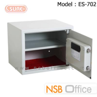 ตู้เซฟดิจิตอล 12.5 กก. SR-ES702 (1 รหัสกด / 1 ปุ่มหมุนบิด) ขนาด 38W*30D*31H cm.:<p>น้ำหนัก 12.5 กก. / ขนาด 38*30*31 ซม. ระบบกุญแจฉุกเฉินกรณีแบตเตอรี่หมด หรือลืมรหัส / มีระบบล็อคอัตโนมัติกรณีกดรหัสผิด 3 ครั้ง ใช้แบตเตอรี่ AA 4 ก้อน</p>