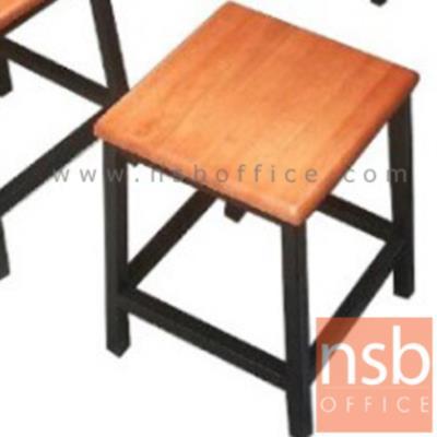 เก้าอี้บาร์สตูลที่นั่งเหลี่ยม  ขนาด 27W cm. โครงเหล็กหนา:<p>ขนาดขนาด 27W* 27D* 45H cmหน้าไม้ยางพารา โครงเหล็กหนา 0.7 มิลเหล็ก 1*1 นิ้ว</p>