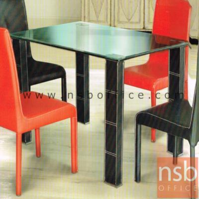 โต๊ะกลางรับแขกหน้ากระจก กว้าง 120,150 cm.:<p>ผลิต 2 ขนาด คือ 120W*80D*75H cm.,150W*90D*75H cm. &nbsp;โต๊ะหน้าTOPกระจกหนา 15 มม. ขอบเจียรปลีและลบมุมกระจกทั้ง 4 ด้าน โครงขาเหล็กหุ้มหนัง&nbsp;</p>