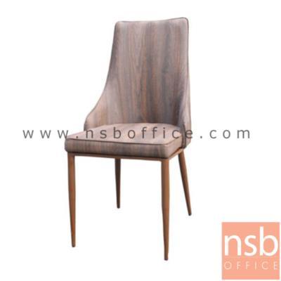 """เก้าอี้โมเดิร์นหุ้มหนัง รุ่น C812R (ลายไม้โอ๊คแดง):<p>โครงขาเก้าอี้ผลิตจากเหล็กสีลายไม้ ที่นั่งและพนักพิงหุ้มหนังสีลายไม้&nbsp;<span style=""""font-size: 12px;"""">47W*41D*93H cm.&nbsp;</span><span style=""""font-size: 12px;"""">ความสูงจากเบาะ ถึง พนักพิง 50H cm</span></p>"""