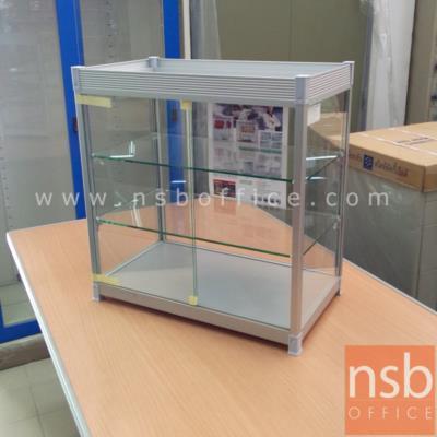 """ตู้โชว์กระจกขนาดเล็ก  วางบนโต๊ะ โครงอลูมิเนียม แผ่นชั้นวางกระจกหนา 5 ซม.:<p>ผลิต 2 ขนาด คือ ขนาดเล็ก &nbsp;51W*30D*53.5H cm. และ ขนาดใหญ่ 62W*32.5D*58.7H cm. โครงสร้างทำจากอลูมิเนียม ผ่านกรรมวิธีอโนไดซ์ ไม่เกิดคราบดำ &nbsp;แข็งแรง ทนทาน ชั้นวางกระจกหนาพิเศษ 5 มม.&nbsp;<span style=""""font-size: 12px;"""">มุมเสาทั้ง 4 มุม ปิดด้วยพลาสติกปกกันความคม</span></p>"""