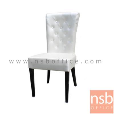เก้าอี้โมเดิร์นหุ้มหนัง รุ่น N55(เก้าอี้มิเชล):<p>โครงขาเก้าอี้ผลิตจากเหล็กพ่นสีดำ เก้าอี้หุ้มหนังสีขาว</p>
