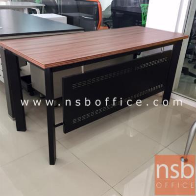โต๊ะทำงานขาเหล็ก รุ่น PS-BOX-P ขนาด 120W, 150W cm. สีวอลนัทตัดดำ:<p>ผลิต 2 ขนาดคือ 120W*60D, 150W*60D cm. ขา-บังโป๊ผลิตจากเหล็ก /TOP ปิดผิวเมลามีน กันร้อน กันชื้น /ผลิตสีวอลนัทตัดดำ&nbsp; **ราคานีัยังไม่รวมรางคีย์บอร์ด**</p>