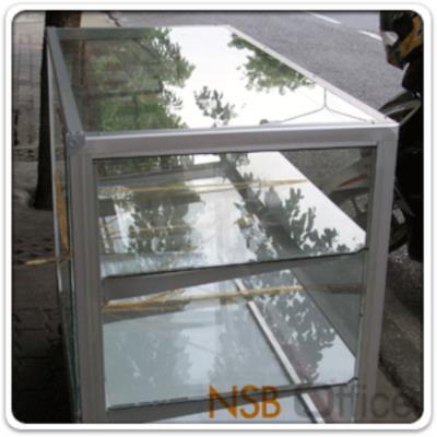 ตู้กระจกโชว์สินค้า โครงอลูมิเนียมล้วน สูง 145 ซม.   มีล้อ:<p><span>ผลิต 4 ความกว้างคือ 2.5, 3, 4 และ 5 ฟุต</span><span>&nbsp;(D40*H145 cm) / มี 4 แผ่นชั้น (5 ช่อง)&nbsp;</span><span>/&nbsp;</span><span>โครงเป็นอลูมิเนียมล้วน เสริมคิ้วขาบังล้อ&nbsp;</span><span>บุโฟเมก้า / <span>กระจก</span><span>บานเลื่อนและแผ่นชั้น หนา 5 มิล (1หุนครึ่ง)</span><span>&nbsp;/ กระจกรอบตัวหนา</span><span>&nbsp;3 มิล (1หุน) /&nbsp;</span>ไม่รวมชุดกุญแจและไฟในตู้ /&nbsp;&nbsp;<span>ลายยี่ห้อบน แผ่นกระจกสามารถลบออกได้ง่าย เพียงใช้น้ำเปล่า (ไม่ต้องใช้น้ำยาพิเศษใดใด)</span></span></p> <p><span>* ลูกล้อขนาด 2 นิ้ว ล้อเป็น ไม่มีเบรค (ไม่มีที่ล๊อค) *</span></p>
