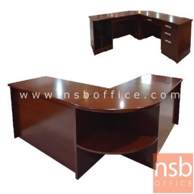 โต๊ะผู้บริหาร ตัวแอล Merry 180W1*180W2 cm (3 ชิ้นพร้อมโต๊ะเข้ามุมและโต๊ะคอมพิวเตอร์):<p>มี 3 ชิ้นคือ โต๊ะทำงาน, โต๊ะคอมพิวเตอร์ และโต๊ะเข้ามุม&nbsp;หน้าโต๊ะตัวแอลระดับเดียวกัน / ขนาดรวม 180W1*180W2*76H cm &nbsp;พ่่นสีแล๊กเกอร์เงา แผ่นรองเขียนพ่นสีดำ</p>