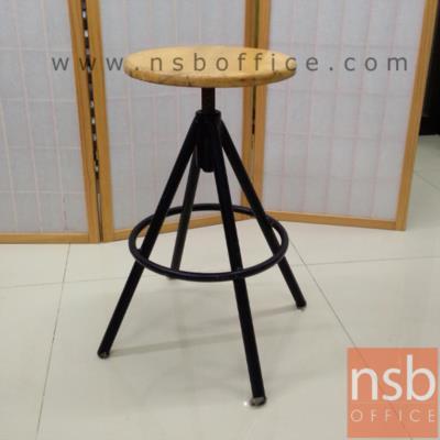 เก้าอี้บาร์เหล็กเตี้ย ที่นั่งไม้ ปรับระดับแกนเกลียว :<p>ขนาด 30Di*52H cm. ความสูงจากที่พักเท้าถึงพื้น &nbsp;22 cm. ที่นั่งผลิตจากไม้ยางพารา โครงขาเหล็ก</p>