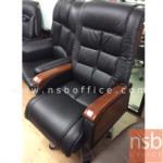 B25A073:เก้าอี้ผู้บริหารแขนขาไม้ หุ้มหนังแท้ รุ่น FN-NEWTON-01 โช๊คแก๊ส ก้อนโยก