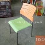 L02A186:เก้าอี้โพลี่พลาสติก ที่นั่งเบาะสีเขียว  พนักพิงสีส้ม มี1 ตัว
