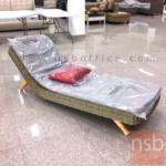 G08A273:เตียงหวายเทียม พร้อมหมอนสีแดง  รุ่น Lazy3