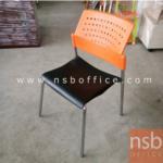 L02A185:เก้าอี้โพลี่พลาสติก ที่นั่งเบาะสีดำ พนักพิงสีส้ม  มีจำนวน1ตัว