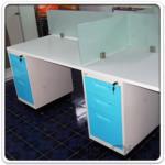 A04A139:ชุดโต๊ะทำงานกลุ่ม 4 ที่นั่ง 240W*120D cm. Call Center มินิสกรีนกระจกฝ้า พร้อมลิ้นชักเหล็กสีสัน